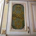 شیشه تیفانی یا استیند گلس درب کابینت کلاسیک (نمای3)