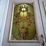 شیشه تیفانی یا استیند گلس درب کابینت کلاسیک (نمای2)