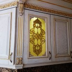 شیشه تیفانی یا استیند گلس درب کابینت کلاسیک (نمای1)