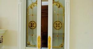 شیشه تزیینی تیفانی ( استیند گلس ) برای درب چوبی ریلی و شیشه خور نمای 1