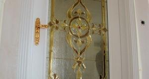 شیشه تزئینی استیند گلس یا تیفانی برای درب ورودی نمای 1