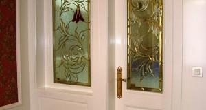 نمای بیرونی شیشه درب ورودی و پنجره حمام مستر