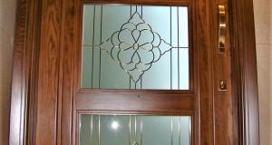 شیشه تزئینی و دکوراتیو کلاسیک با فلز طلایی برای درب چوبی شیشه خور (نمای 4)