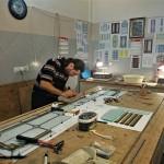 مراحل ساخت شیشه تزیینی معرق برای پارتیشن چوبی نمای 1