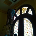 مراحل نصب شیشه تزیینی استیند گلس برای درب چوبی لابی نمای 2
