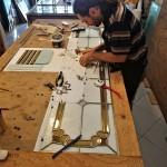 مراحل ساخت شیشه تزیینی معرق برای پارتیشن چوبی نمای 2