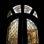 شیشه تزیینی استیند گلس برای درب چوبی لابی نمای 5