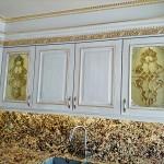 شیشه تیفانی یا استیند گلس درب کابینت کلاسیک (نمای 13)