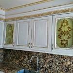 شیشه تیفانی یا استیند گلس درب کابینت کلاسیک (نمای 16)