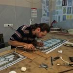 مراحل ساخت شیشه تزیینی معرق برای پارتیشن چوبی نمای 4