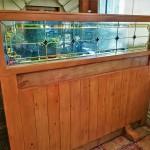 شیشه تزیینی استیند گلس برای پارتیشن و جدا کننده چوبی نمای 2