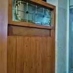 شیشه تزیینی استیند گلس برای پارتیشن و جدا کننده چوبی نمای 5