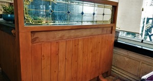 شیشه تزیینی استیند گلس برای پارتیشن و جدا کننده چوبی نمای 7