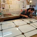 مراحل ساخت و معرق کاری شیشه استیند گلس نمای 5
