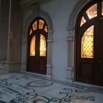 شیشه تزیینی استیند گلس برای درب چوبی لابی نمای 8
