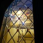 شیشه تزیینی استیند گلس برای درب چوبی لابی نمای 10
