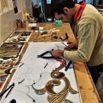 در حال کلاف کردن قطعات معرق الماس تراش شده نمای 2
