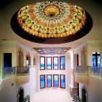 گنبد شیشه ای تیفانی یا استیند گلس با استفاده از شیشه های رنگی و معرق کاری شده