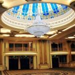 گنبد شیشه ای تیفانی و استیندگلس در سالن تشریفات که برای ساخت معرق آن از شیشه های رنگی استفاده شده