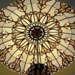 گنبد شیشه ای تیفانی یا استیند گلس با استفاده از شیشه های رنگی و معرق کاری شده در منزل ویلایی