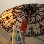 گنبد شیشه ای تیفانی یا استیند گلس با استفاده از شیشه های رنگی و معرق کاری شده در منزل ویلایی مسکونی دوبلکس