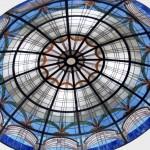 گنبد شیشه ای تیفانی یا استیند گلس با استفاده از شیشه های رنگی و معرق کاری شده برای منزل ویلایی مسکونی