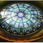 گنبد شیشه ای تیفانی یا استیند گلس که به صورت نورگیر با استفاده از شیشه های رنگی و معرق کاری شده مناسب برای منزل مسکونی و لابی