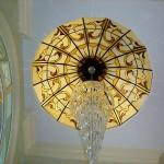 گنبد شیشه ای تیفانی یا استیند گلس که به صورت نورگیر با استفاده از شیشه های رنگی و معرق کاری شده برای منزل مسکونی و لابی