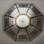 گنبد شیشه ای تیفانی یا استیند گلس به صورت هشت ضلعی نورگیر با استفاده از شیشه های الماس تراش برای نقوش و شیشه های مات معرق کاری شده برای منزل ویلایی